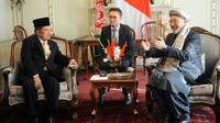 Pertemuan Wakil Presiden Jusuf Kalla dengan Chairman High Peace Council Y.M Mohammad Karim Khalili di Istana Haram Sarai, Kabul, Afghanistan, Selasa (27/2). JK dijadwalkan menghadiri Konferensi Proses Perdamaian Kabul. (Liputan6.com/Pool/Tim Media Wapres)