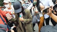 Rachel Vennya tiba di Polda Metro jaya untuk jalani pemeriksaan terkait dugaan kabur dari karantina. (Ady Anugrahadi/Liputan6.com