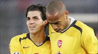Cesc Fabregas dan Thierry Henry ketika masih membela Arsenal