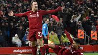 Gelandang Liverpool, Xherdan Shaqiri, merayakan gol ke gawang Manchester United pada laga Premier League di Anfield, Minggu (16/12/2018). (AFP/Paul Ellis)