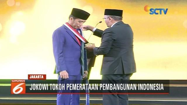 Kadin Indonesia berikan penghargaan tokoh pemerataan pembangunan Indonesia pada Presiden Joko Widodo.