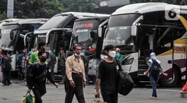 FOTO: Jumlah Penumpang Bus AKAP di Terminal Kampung Rambutan Melonjak