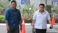 Terpidana kasus korupsi mega proyek KTP elektronik, Setya Novanto (kanan) saat akan menjalani pemeriksaan di Gedung KPK, Jakarta, Selasa (27/8). Novanto diperiksa terkait dugaan suap proyek pembangunan PLTU Riau-1. (Merdeka.com/Dwi Narwoko)