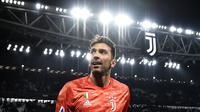 5. Gianluigi Buffon (Juventus) - Pria asal Italia menjadi kiper tertua yang masih eksis di Liga Champions. Di usianya yang telah menginjak 42 tahun, Buffon masih berpeluang mengangkat trofi Si Kuping Besar bersama Juventus. (AFP/Marco Bertorello)