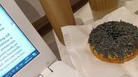 Donut berwarna taro (Sumber: Twitter/icblues)