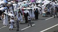 Para jemaah haji di Mina dekat Mekah dalam cuaca terik. (Reuters)