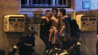 Serangan teror di Paris telah menewaskan 150 orang di Paris. Presiden Hollande pun harus dievakuasi saat peristiwa tersebut terjadi.
