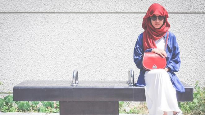 Tren Hijab Padu Padan Hijab Dengan Sneakers Yang Sporty