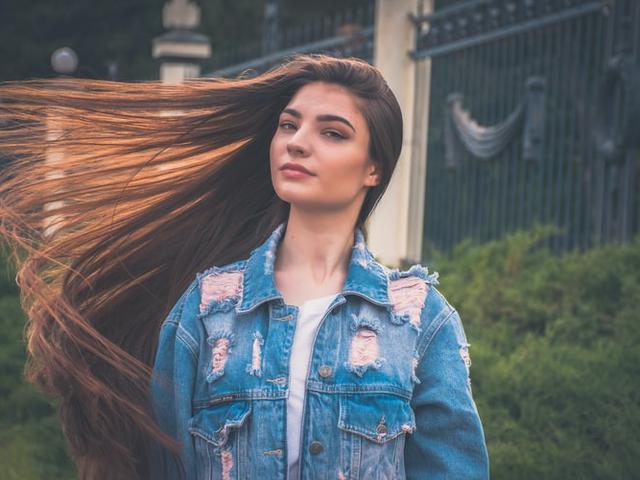 12 Arti Mimpi Rambut Panjang Anda Harus Tahu Makna Dibaliknya Ragam Bola Com