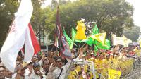 Relawan Jokowi menyemut di depan gedung KPU, Jakarta. (Liputan6.com/Ady Anugrahadi)