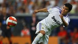 Javier Saviola - Saviola sukses ketika bersama Barcelona dan meraih Golden Boot serta disejajarkan dengan penyerang terbaik dunia kala itu. Namum Saviola gagal bersinar saat bersama Real Madrid, ia mencatatkan 17 kali penampilan saja dengan empat gol selama dua tahun. (AFP/Philippe Desmazes)