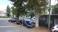 Saat berkunjung ke sana, Liputan6.com juga merasakan bagaimana sulitnya mencari lahan parkir.