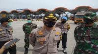 Kapolresta Cirebon Kombes Pol M Syahduddi mengatakan pembatasan kendaraan menuju Jakarta hingga PSBB Jakarta dinyatakan berakhir. Foto (Liputan6.com / Panji Prayitno)