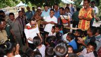 Bertemu masyarakat desa kantong pekerja migran/TKI di Nusa Tenggara Timur, Menaker Hanif Dhakiri teringat masa kecilnya.