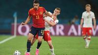 Gelandang Timnas Polandia, Kascper Kozlowski, mencetak sejarah sebagai pemain termuda yang tampil di Euro yakni pada usia 17 tahun 246 hari. (AFP/David Ramos)