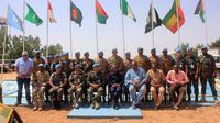 Pasukan perdamaian dari TNI mendapat penghargaan dari Unamid. (Satgas Yonkomposit TNI Konga)