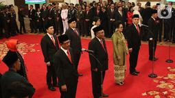 Komisioner Komisi Kejaksaan RI mengikuti upacara pelantikan di Istana Negara, Jakarta, Jumat (1/11/2019). Jokowi melantik sembilan komisioner Komisi Kejaksaan RI periode 2019-2023. (Liputan6.com/Angga Yuniar)
