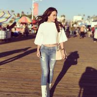 Padu-padan jeans robek ini kekinian banget. (Sumber foto: shandyaulia/instagram)