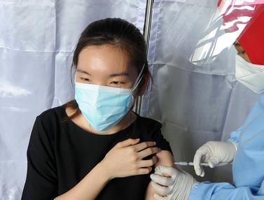 FOTO: Vaksinasi COVID-19 Massal Digelar di DKI Jakarta