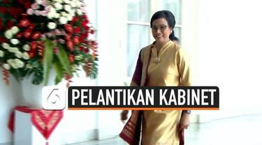 Sri Mulyani kembali dilantik oleh Presiden Jokowi sebagai Menteri Keuangan di Kabinet Indonesia Maju. Saat dilantik Jokowi, Ani terlihat cantik dengan mengenakan busana berwarna kuning.