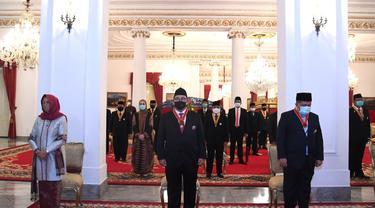 Presiden Jokowi menganugerahkan tanda jasa dan kehormatan kepada 53 tokoh, di antaranya kepada mantan Wakil Ketua DPR Fadli Zon dan Fahri Hamzah, Kamis (13/8/2020).