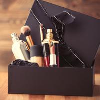 Ilustrasi kado makeup (foto: shutterstock.com)