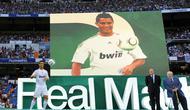 Cristiano Ronaldo ketika diperkenalkan di hadapan suporter Real Madrid, Juli 2009. (AFP/Dani Pozo)