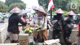 Sejumlah aktivis yang tergabung dalam aliansi perempuan bangkit melakukan aksi damai pada Hari Ibu di depan Istana, Jakarta, Minggu (22/12/2019). Dalam aksi tersebut mereka menyuarakan agar menyamakan hak-hak perempuan dan kesejahteraan. (Liputan6.com/Angga Yuniar)