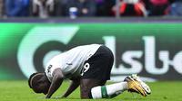 Gol pembuka Liverpool lahir dari kaki pemain Senegal, Sadio Mane pada menit ke-49' saat melawan tuan rumah Crystal Palace pada pekan ke-32 Premier League di Selhurst Park, London, (31/3/2018). Liverpool menang 2-0. (AFP/Glyn Kirk)