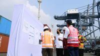 Presiden Joko Widodo (Jokowi) Mengunjungi Terminal Peti Kemas Koja, Kamis (10/6/ 2021). (Foto: Muchlis Jr - Biro Pers Sekretariat Presiden)