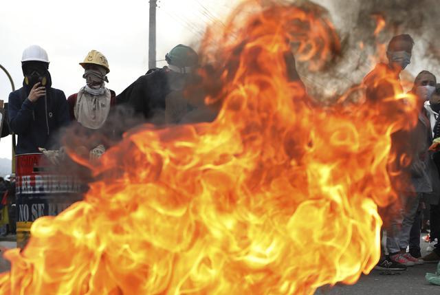 Suasana Tegang di Kolombia, Pengunjuk Rasa dan Polisi Kembali Bentrok