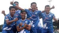 Skuat PSCS merayakan gol di Liga 3 2018. (Bola.com/Vincentius Atmaja)