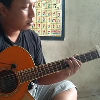 Berpenampilan sederhana, gitaris yang satu ini punya skill di atas rata-rata. (Youtube Alip_Ba_Ta)