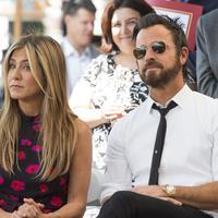 Justin Theroux maasih menyimpan dua buah mobilnya di rumah Jennifer Aniston meski keduanya sudah tak lagi bersama. (VALERIE MACON  AFP)