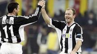 Dua bintang Newcastle United: Alan Shearer (kanan) dan Gary Speed.