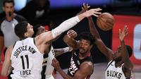 Duel antara Miami Heat versus Milwaukee Bucks di semifinal wilayah timur Playoff NBA 2020. (Douglas P. DeFelice / GETTY IMAGES NORTH AMERICA / Getty Images via AFP)