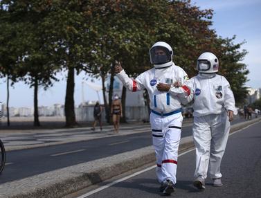 FOTO: Pandemi, Warga Brasil Bikin Pakaian Pelindung Mirip Astronaut