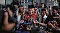 Wakil Ketua DPR Fahri Hamzah memberi keterangan kepada wartawan usai menjadi saksi sidang lanjutan kasus penyebaran berita bohong atau hoaks dengan terdakwa Ratna Sarumpaet di PN Jakarta Selatan, Selasa (7/5/2019). (Liputan6.com/Faizal Fanani)