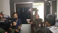 Petugas Kejati Sumsel sedang memeriksa tersangka dugaan korupsi anggaran RSUD Kabupaten OKU Timur Sumsel, Dora Djunita Pohan (dok.istimewa / Nefri Inge)