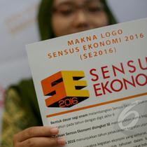 Seorang peserta memperlihatkan logo sensus ekonomi 2016 saat peluncuran di Kantor BPS Jakarta, Jumat (8/5/2015). Badan Pusat Statistik (BPS ) meluncurkan logo baru sensus Ekonomi 2016 (SE2016). (Liputan6.com/Faizal Fanani)