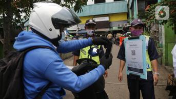 FOTO: Dua Pasar Tradisional Tangerang Mulai Pakai Aplikasi PeduliLindungi