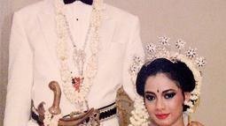 Addie MS memposting momen pernikahannya dengan Memes. Pasangan ini menikah pada 13 September 1987.(Liputan6.com/IG/@addiems999)