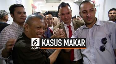 Tersangka kasus dugaan makar Eggi Sudjana mendapat penangguhan penahanan. Penyidik Polda Metro Jaya megabulkan permintaan penangguhan berdasarkan jaminan keluarga dan wakil ketua umum Partai Gerindra Sufmi Dasco.