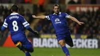 Bek Everton Phil Jagielka (ADRIAN DENNIS / AFP)