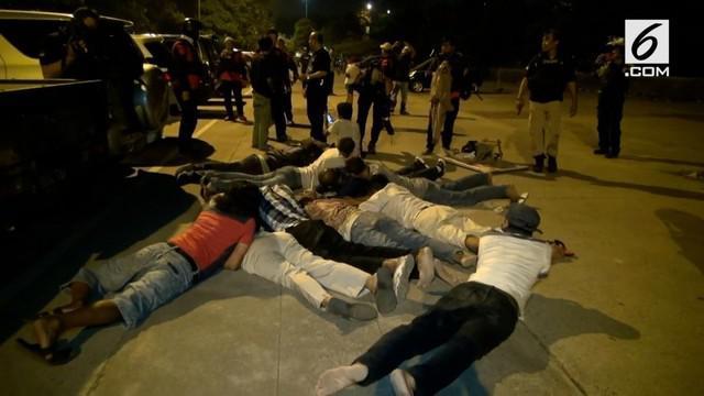 Tim Rajawali Polres Metro Jakarta Timur menggerebek perjudian di kawasan terminal Kampung Rambutan.