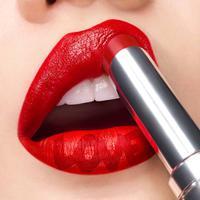 Shu Uemura meluncurkan RD163 dengan 33 tekstur berbeda dalam rangkaian lipstik warna merahnya. Sumber foto: Akun Instagram: @shuuemura.