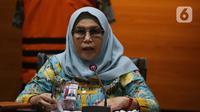 Komisioner KPK, Lili Pintauli Siregar menyampaikan rilis penahanan Inspektur Wilayah I Kementerian ATR/ BPN, Gusmin Tuarita dan Siswidodo selaku Kabid Hubungan Hukum Pertanahan BPN Jawa Timur di Gedung KPK, Jakarta, Rabu (24/3/2021). (Liputan6.com/Helmi Fithriansyah)