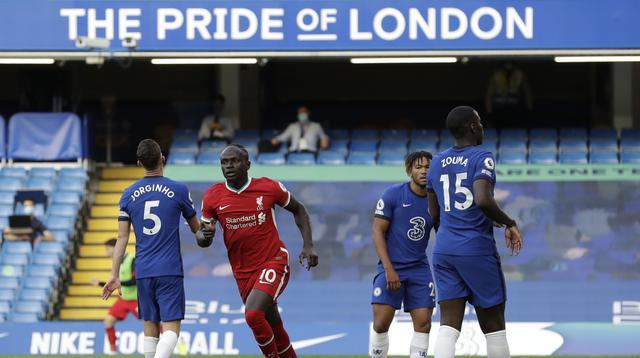 Winger Liverpool Sadio Mane merayakan gol ke gawang Chelsea pada laga Liga Inggris di Stamford Bridge, Minggu (20/9/2020). (AFP/Matt Dunham)