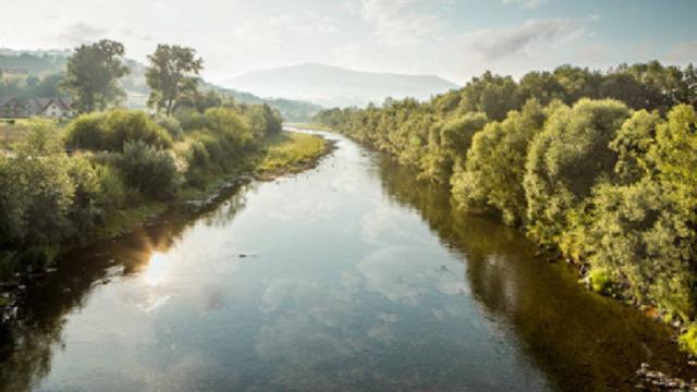 pagi hari senangnya hati melihat sungai warna warni di nagari jawi