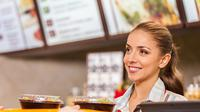 Kebaikan Karyawan Makanan Cepat Saji Bukan Sebatas Senyuman (Sumber Gambar: theodysseyonline.com)